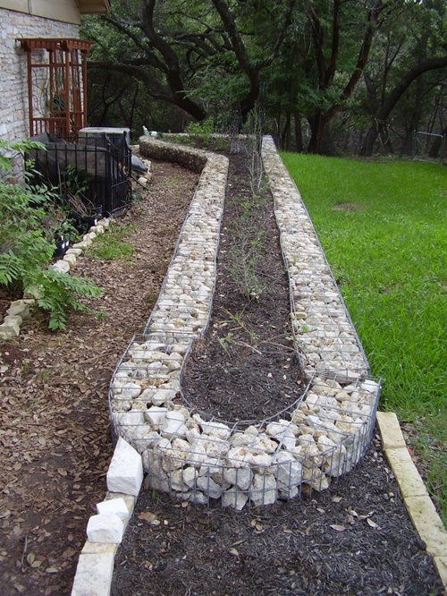 25 garden bed borders edging ideas for vegetable and for Raised border edging