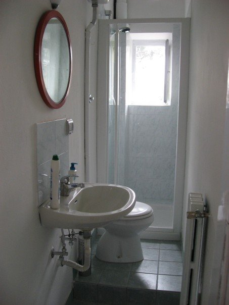17 delightful small bathroom design ideas for Small toilet room design