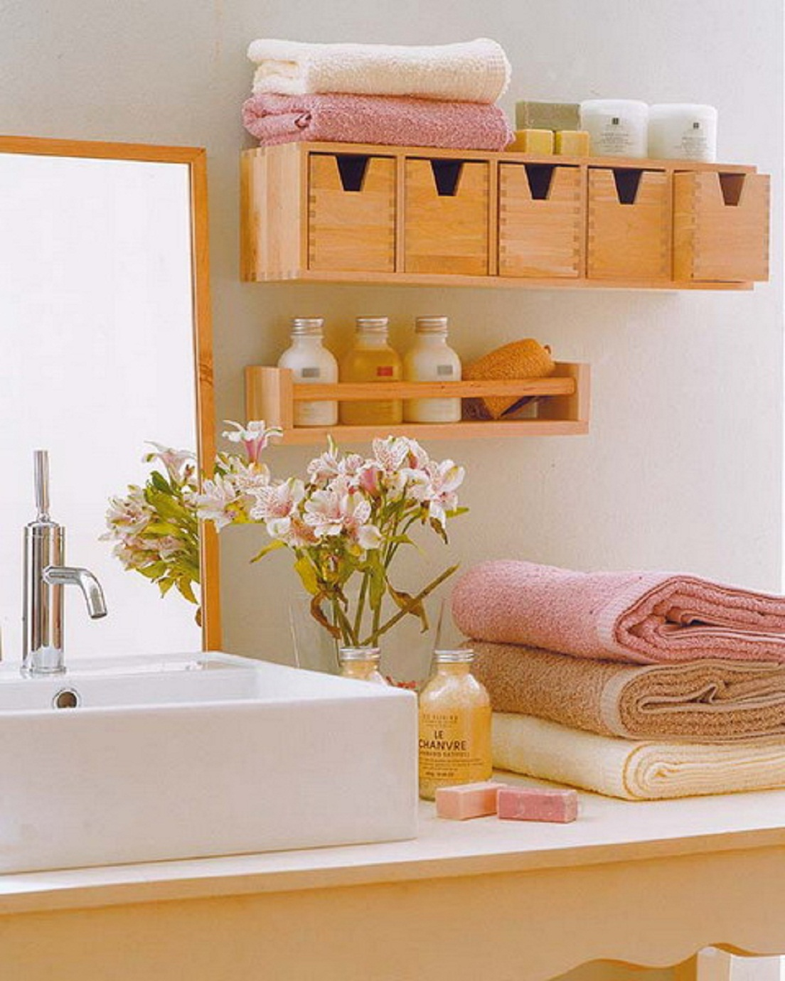 Storage in small bathroom