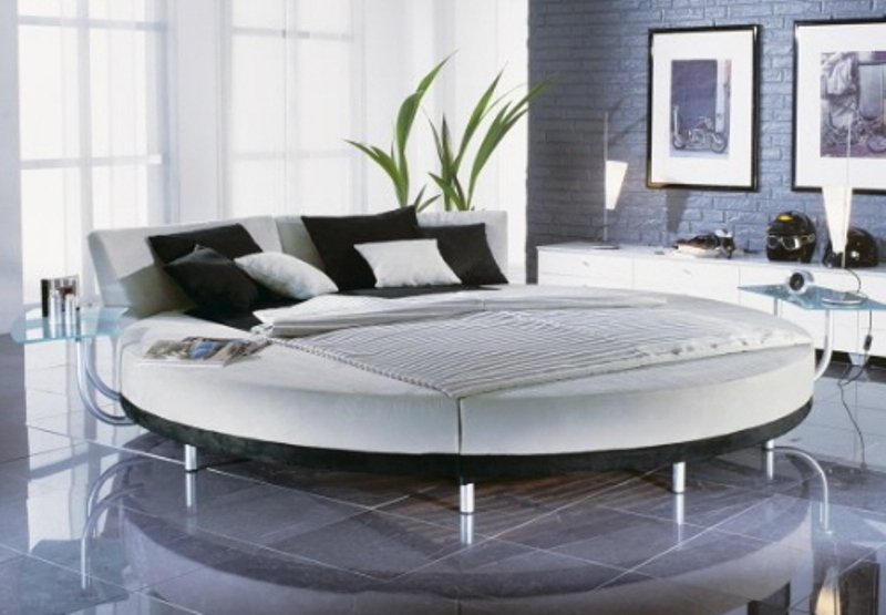 25 amazing round beds for your bedroom for Bedroom designs round beds