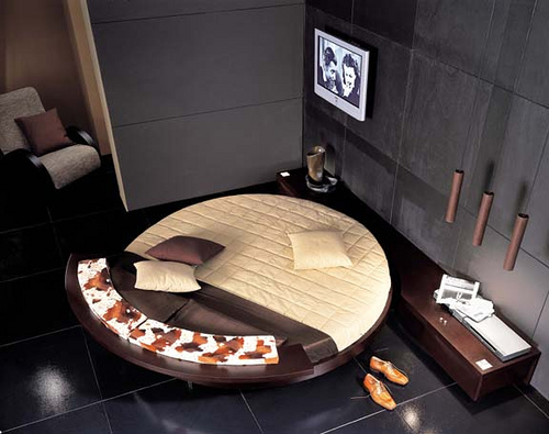 round-rotating-bed-flickr-sharing-87552