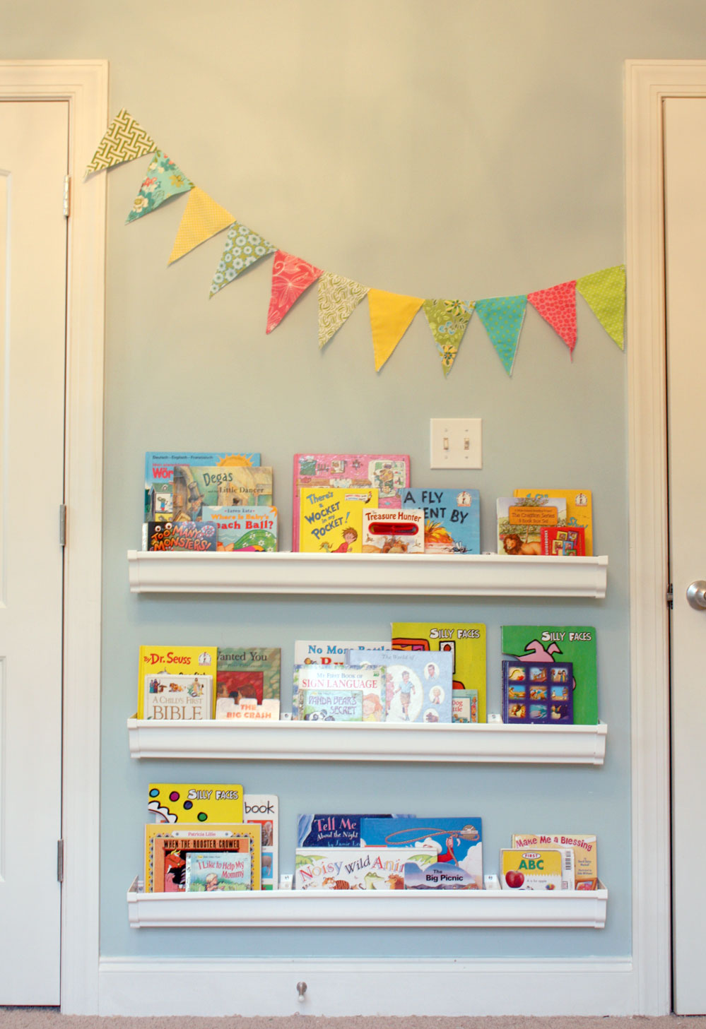 20 perfectly playful kids 39 room design ideas for Plastic rain gutter bookshelf