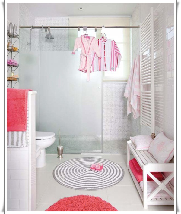 Modern-Bathroom-for-Kids-with-Red-Accent-Decor