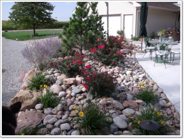 30 beautiful rock garden design ideas for Stone landscaping ideas