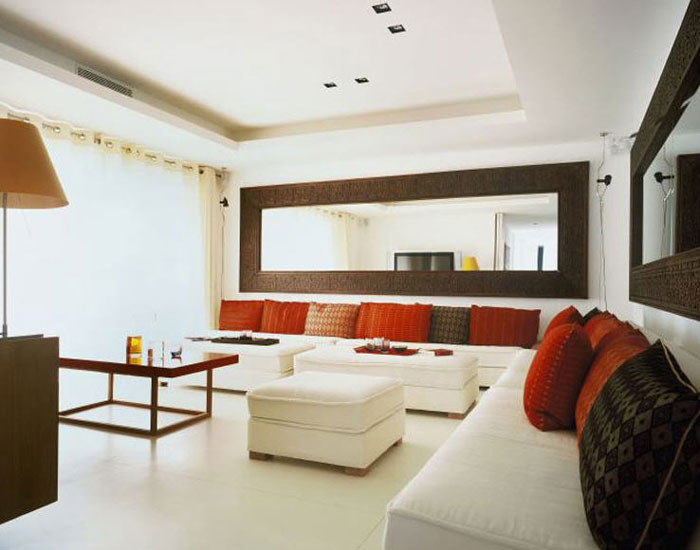 Spice up your space 20 living room wall decor ideas for Decorating a large living room wall ideas